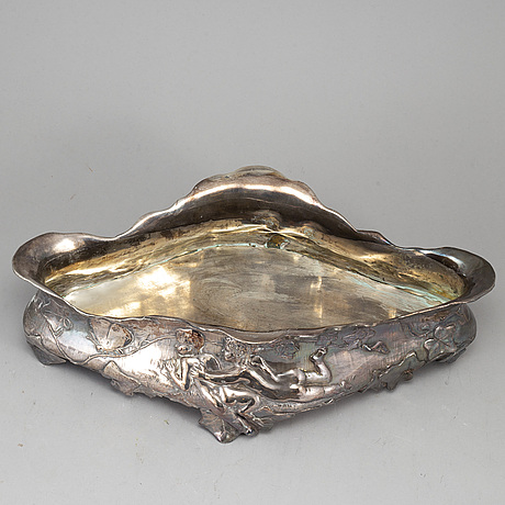 An early 20th century silverplate jardiniere.