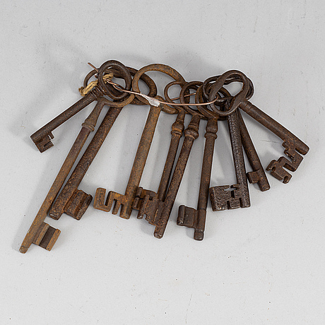 Ten cast iron keys, 17th/18th century.