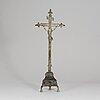 A bronze crucifix, 17th/18th century.