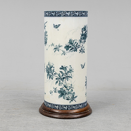 An early 20th century porcelain umbrella stand.