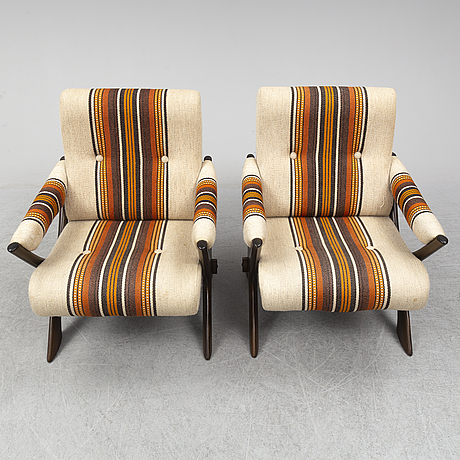 A pair of 1960s/1970s easy chairs.