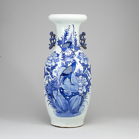 A blue and white floor vase, qing dynasty, 19th century.