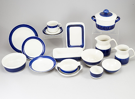"A hertha bengtson dinner service ""koka blå"", rörstrand, 20th century. (52 pieces)."