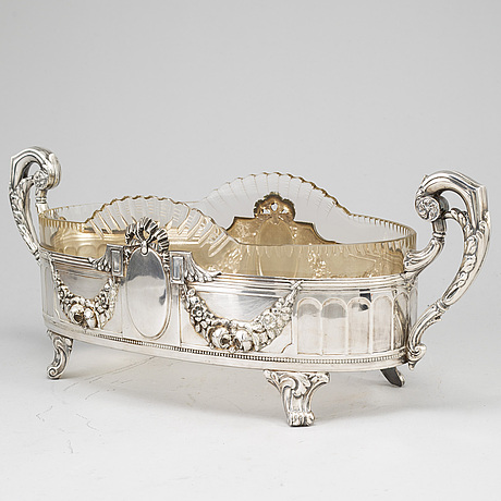 A silver plated jardiniere, eraly 20th century.