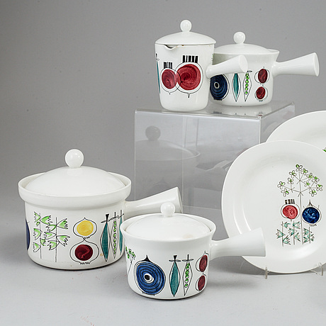 33 pcs of 'picknick' and 'pomona' services by marianne westman for rörstrand.