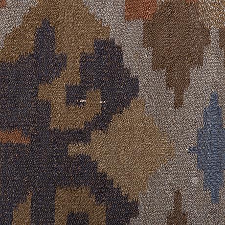 Saelan anna, a 1920s finnish flat weave carpet for kotiteollisuus oy orkamo. circa 345x260 cm.