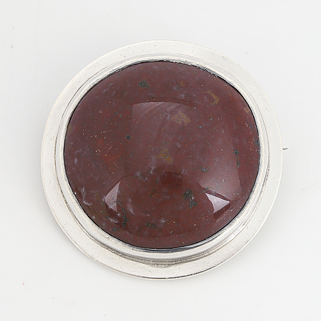 Cecilia johansson, a cabochon cut jaspis brooch made in göteborg 1971.