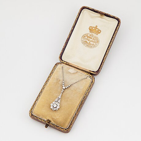 A platinum necklace set with old- and eight-cut diamonds.