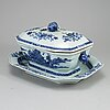 A blue and white export porcelain tureen with cover and dish, qing dynasty, qianlong (1736-95).