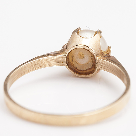 A 14k gold ring with a cultured pearl. top gold 1991.