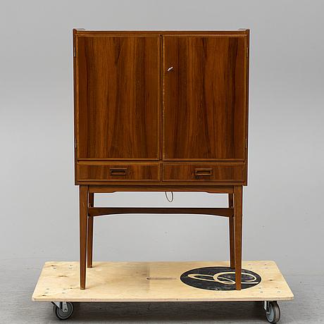 "Barskåp, a.b. tidaholms möbelfabrik, ""art no 626"", 1900-talets andra hälft."