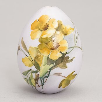 A Russian porcelain Easter egg from around the turn of the 20th Century.