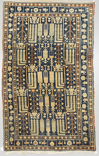 Matto, a semi-antique west persian, ca 239-247 x 140,5-147,5 cm (as well as ca 3 cm flat weave at the ends).