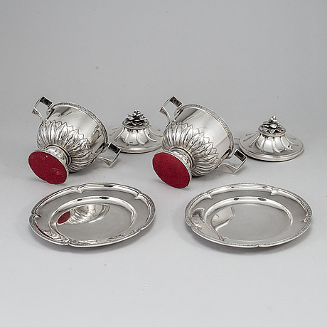 A pair of swedish gustavian style silver sugar bowls with spoons and on tray, marked je torsk, stockholm 1902.