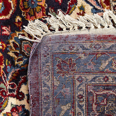 An old kirman carpet ca 369 x 273 cm.