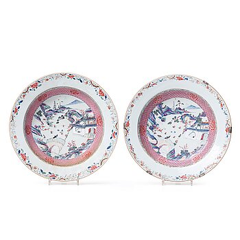 711. A pair of famille rose dishes, Qing dynasty, Yongzheng (1723-35).