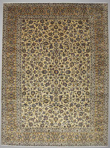 A carpet, kashan, ca 408 x 297 cm.