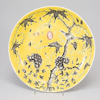 "A yellow glazed ""Dayazhai"" dish, late Qing dynasty, circa 1900."