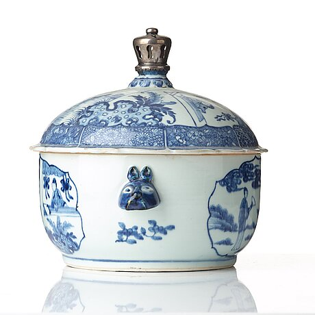 A blue and white tureen with cover, qing dynasty, qianlong (1736-95).