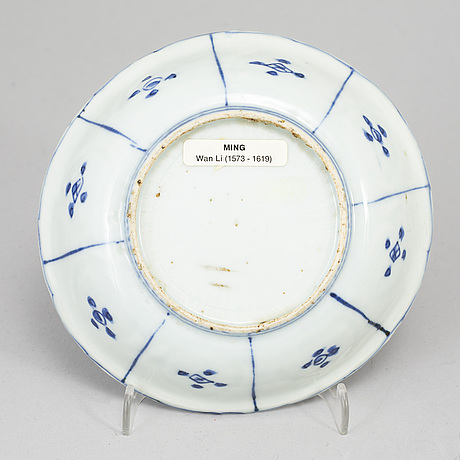 A blue and white kraak dish, ming dynasty, wanli (1572-1623).