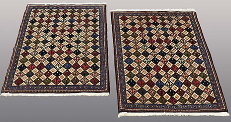 Two sarouk rugs, ca 105 x 75 resp 101 x 70 cm.