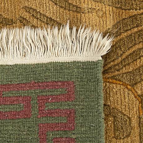 A tibetan rug. 240x170 cm.