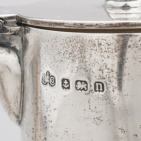 A sterling silver and glass wine carafe, elkington & co, birmingham 1912.