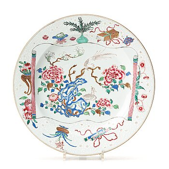 707. A famille rose dish, Qing dynasty, Yongzheng (1723-35).