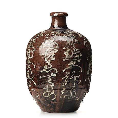 A large japanese jar, 20th century.