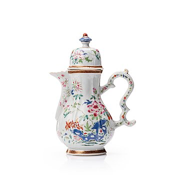 715. A famille rose coffee pot with cover, Qing dynasty, Qianlong (1736-95).