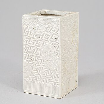 A white glazed brush pot, Qing dynasty, 19th Century.