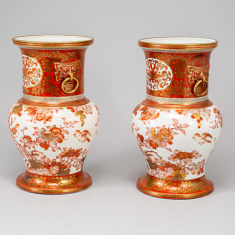 A pair of kutani vases, japan, meiji period (1868-1912).