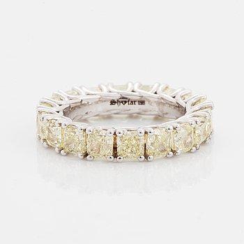 RING, allians med cushionslipade diamanter.