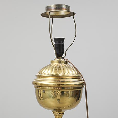 Golvlampa, mässing, 1900-talets första hälft.
