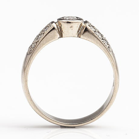 A 14k white gold ring with brilliant cut diamonds ca. 0.25 ct in total. finland 2009.