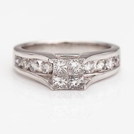 Sormus, 14k valkokultaa, princess- ja briljanttihiottuja timantteja n. 1.20 ct yht.