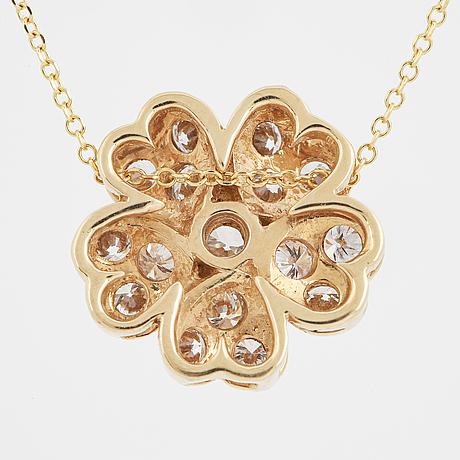 Flower brilliant-cut diamond pendant.
