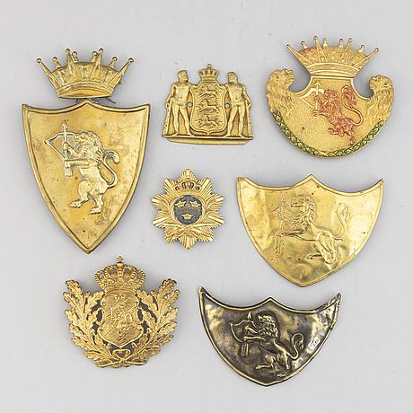 PlÅtar till hjälmar och sabeltaskor, 1800-tal.