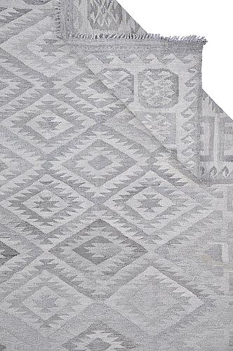 A carpet, kilim 312 x 215 cm.