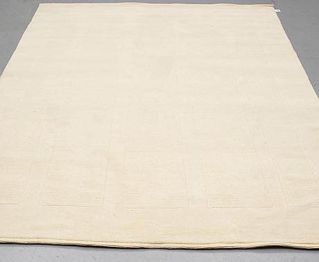 A carpet, india, contoured, ca 290 x 190 cm.