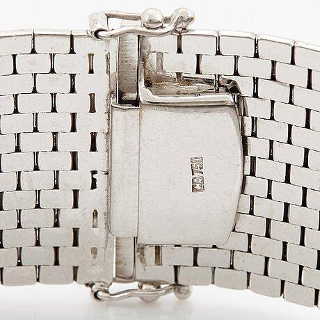 An 18k white gold bucherer gold bracelet.