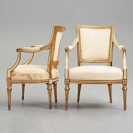 Karmstolar, ett par, av johan erik höglander (mästare i stockholm från 1777-1813), gustavianska.