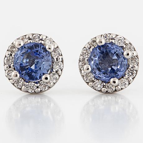 ÖrhÄngen, med runda fasettslipade safirer och briljantslipade diamanter.