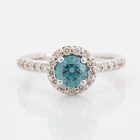 Ring, med briljantslipad blå färgbehandlad diamant.