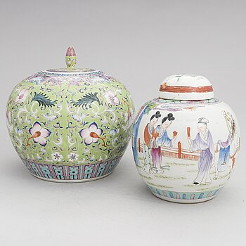 Two porcelain urns, China, 20th century.