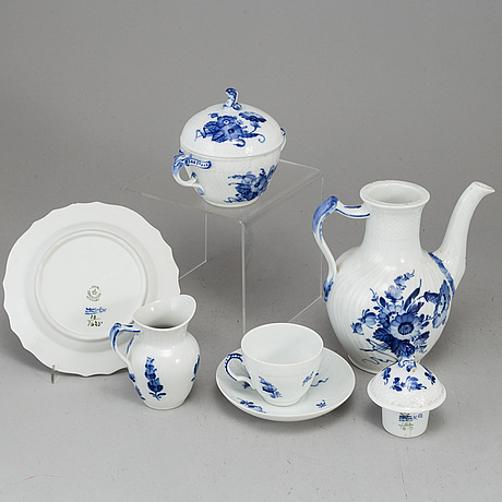 A royal copenhagen 'blå blomst' part coffee service, denmark, second half of the 20th century (41 pieces).