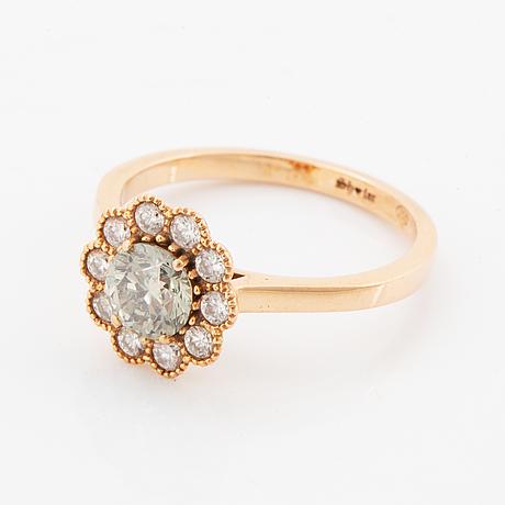 Ring, med färgbehandlad ljusgrön briljantslipad diamant och diamanter.