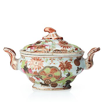 """719. A famille rose """"pseudo tobacco leaf """"tureen with cover, Qing dynasty, Qianlong (1736-95)."""