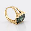 Ring 18k gold synthetic spinel approx 14 x 10 mm, total weight 4,9 g.