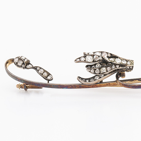 Brooch 14k gold and silver old-cut diamonds approx 1 ct in total, length approx 10 cm.